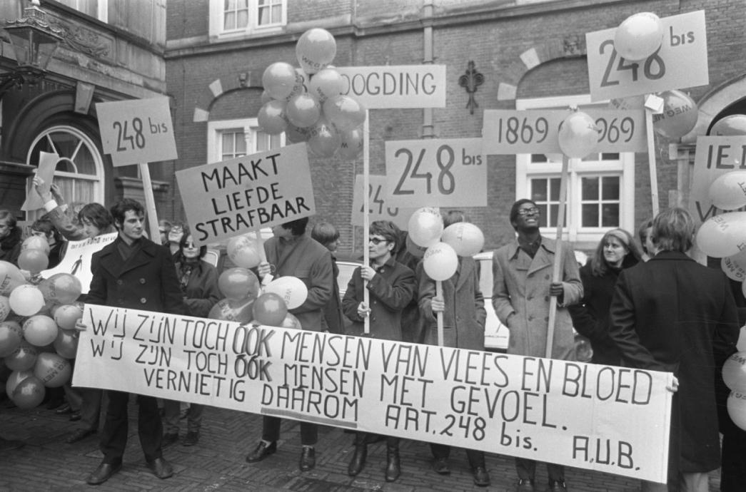 21 jan 1969 Binnenhof -- Eerste homodemo in Europa (tegen art 248bis Sr)